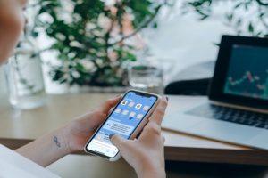 Change Safari Background iOS 15